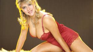 Samantha Fox i röda underkläder