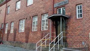 Dörren till Norrgårds konstklinik