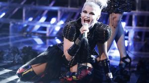 Saara Aalto uppträdde med Lady Gagas Bad Romance i X-factors fright night.