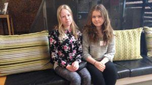 Janita Känsälä och Sara Keränen tycker att det är viktigt att man får lära sig samiska redan som barn.