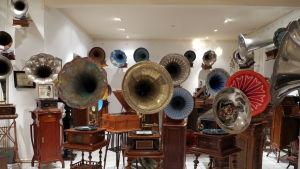Privat samling med grammofoner i S:t Petersburg