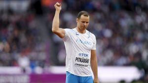 Tero Pitkämäki med armen i luften