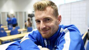 Lukas Hradecky på medieträff inför VM-kvalmatchen mot Kroatien.