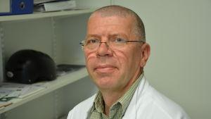 Jarmo Oksi, direktör för avdelningen för infektionssjukdomar vid ÅUCS.