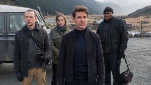 Mission Impossble teamet står tillsammans, Ethan Hunt (Tom Cruise), Benji (Simon Pegg), Ilsa (Rebecca Fergusson) och Luther (Ving Rhames).