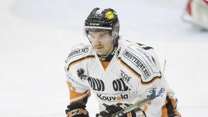Oscar Eklund spelar ishockey i KooKoo 2016.