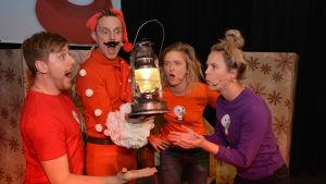 Buu-klubbens julturné med Jonathan Granbacka, Malin Olkkola, Staffan Gräsbäck och Lisa Gerkman.