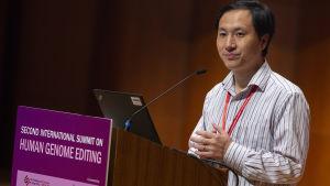 He Jiankui presenterar sitt experiment med mänskliga embryon. Universitetet i Hongkong  28.11.2018