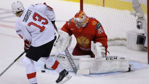 Rysslands målvakt Pjotr Kotjetkov stod för en strålande insats då laget slog Schweiz i JVM:s bronsmatch.
