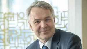 Pekka Haavisto Munkkivuoren ostarilla 5.3.2019