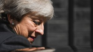 Theresa May lämnar Downing Street 10