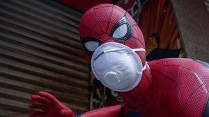 En spidermanstaty har fått ett aningsskydd med ventil på sig.