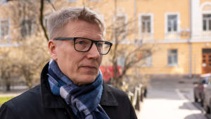 Kimmo Tiilikainen statssekreterare vill inte stöda batteriinstallationer i egnahemshus,