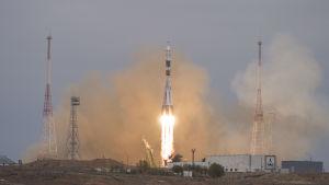 Rysk Sojuzraket skjuts upp från kosmodromen i Baikonur, ryska Roscosmos hemmaplan.