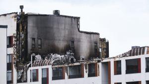 Ett brandskadat hus i Jyväskylä i juli 2020.