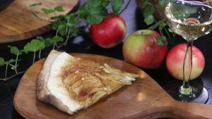 Annos makeaa flammekuechea omena ja kaneli täytteellä