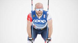 Martin Johnsrud Sundby pustar ut efter målgången.