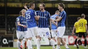 Inter firar Martti Haukiojas 2–0-mål.