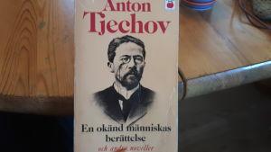 Novellsamling av Anton Tjechov.
