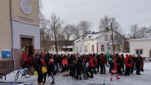 Abiturienter vid Lovisa gymnasium firar penkis.
