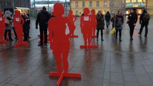 Röda kvinnogestalter den 25.11.2014