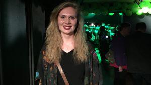 Amanda Pasanen deltar i De grönas valvaka på Tavastia i Helsingfors.