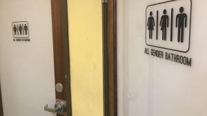 Toaletter avsedda för alla kön.