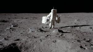20.7.1969 ensimmäinen ihminen käveli Kuussa.