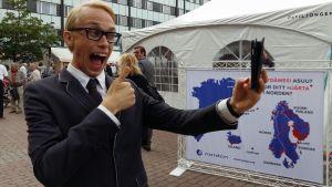 Christoffer Strandberg parodierar Alexander Stubb i Björneborg