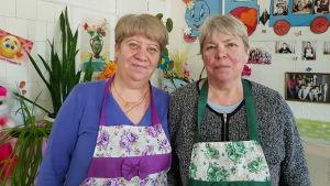 Svetlana Tujusova och Galina Maltseva  lagar varje vardag mat till cirka femtio barn.