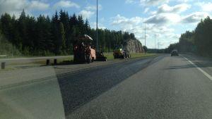 Vänster fil på Borgå motorväg får ny asfalt