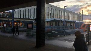 Skymning på Balti jaam, Tallinns järnvägsstation