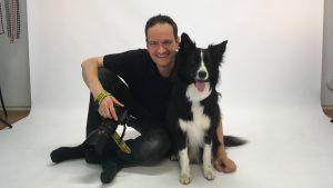 Fotograf Olivier Béaslas med hunden Teddy.
