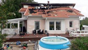 Familjen Lundströms hus efter branden.