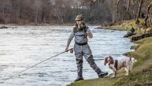 Skotlantilainen gillie testaamassa kalapaikkoja Deejoella.