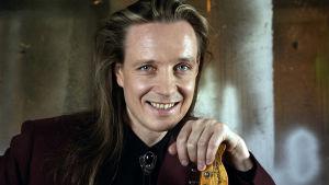 Pave Maijanen edusti Suomea Euroviisuissa 1992.