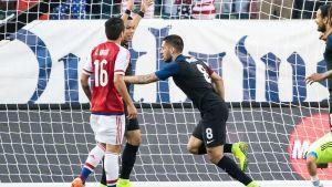 Clint Dempsey firar mål