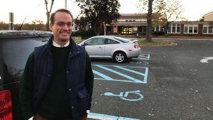 Chris Kenniff röstade i en skola i Summit i New Jersey.
