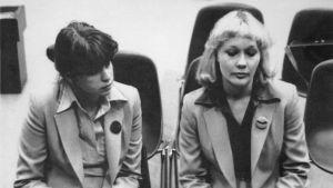 Flygvärdinnorna Helena Suvioja och Merja Ervasti medtagna efter flygkapningen
