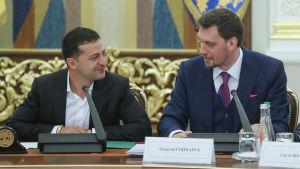 President Zelenskyj och premiärminister Hontjaruk under ett möte i presidentkansliet i Kiev den 22 september 2019.