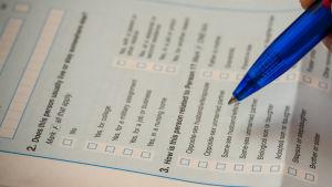 Alla som är bosatta i USA skall enligt lagen räknas med hjälp av frågeformulär som skall fyllas in.