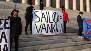 I oktober ordnadesen  demonstration mot lagförslaget