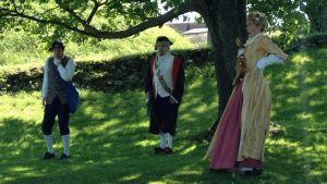 Ingemar Raukola, Samuel Karlsson och Alexandra Gustafsson spelar och guidar i Amiralen och den försvunna lotsen.