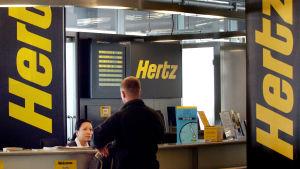 Hertz autonvuokraustiski