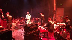 Gruppen Fatboy uppträder på Tavastia