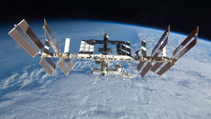 Den internationella rymdstationen ISS fotograferad i september 2009.