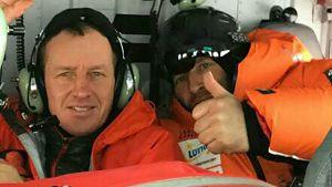 Denis Urubko (v) och en grupp elitklättrare flög till K2 med helikopter för att rädda den franska klättraren Elisabeth Revol.