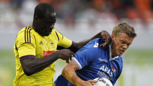 Anzhis Christopher Samba, till vänster, under en match mot AZ Alkmaar 2012.