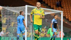 Teemu Pukki jublar efter att ha gjort mål för Norwich.