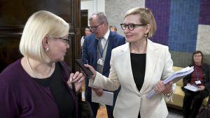 Riksdagens talman Paula Risikko redogjorde för resultaten i en rapport om jämställdhet i riksdagen